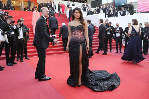 Hina Khan makes sparkling debut at Cannes Film Festival